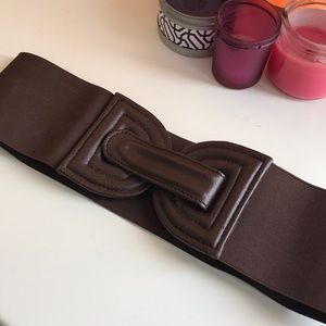 Accessories - Brown elastic leather waist belt.